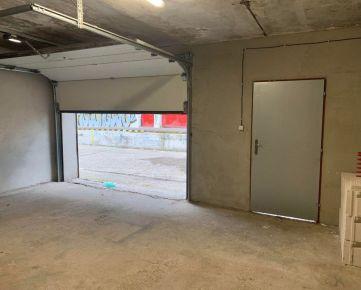 Veľká garáž s elektrickou bránou