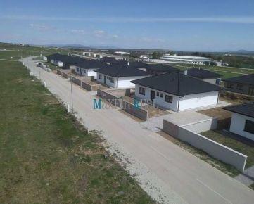 MAXFIN REAL -  SKOLAUDOVANÉ RD v novej Lokalite RED OAK