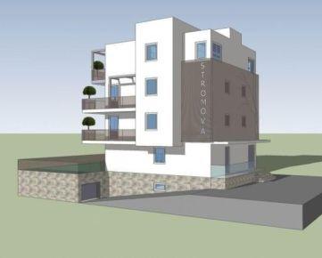 Pozemok s RD a vydaným ÚR na polyfunkčný dom v centre Kramárov- Stromová