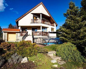 HERRYS - Na predaj rodinný dom s 7,5a pozemkom a udržiavanou záhradou, bazénom, možnosť dokúpenia vedľajšieho pozemku