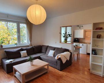 Na prenájom 3 izbový byt BA V ŠTVORPOSCHODOVÁ bytovka s výťahom IHNEĎ VOĽNÝ