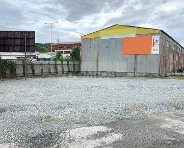 DOMIOS | prenájom pozemku na skladovanie (500 m2, spevnená plocha, elektrina)