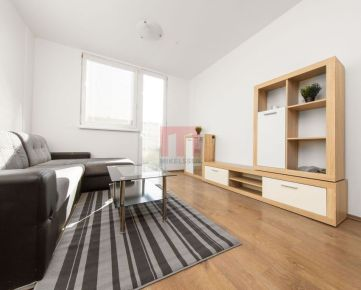 REZERVOVANÝ-Na predaj 2 izbový byt s predzáhradkou v Rovinke