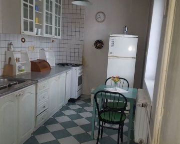 --PBS-- +++TOP LOKALITA+++ TEHLOVÝ 3.-izbový byt o výmere 72,25 m2 po čiast. rekonštrukcii, Hospodárska ulica+++