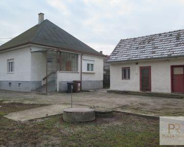 PREDAJ -  priestranný 3 izbový rodinný dom s veľkým pozemkom na Orechovej ul. v BA - m.č. Podunajské Biskupice