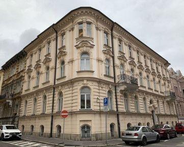 Zrekonštruovaná historická budova v centre Bratislavy