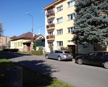 Predaj nadrozmerného 3-izbového bytu v Lučenci, balkón, garáž