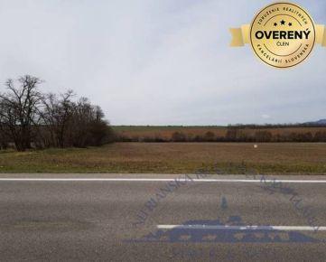 Na predaj - pozemok 4, 4 ha smer Zlaté Moravce, hlavný ťah z NR