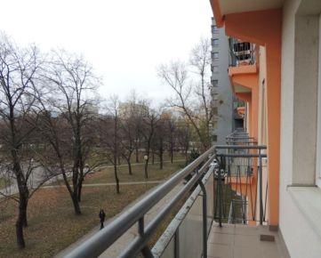 REZERVOVANÝ! Na predaj 3 izbový byt, Ružinov, čiastočná rekonštrukcia, balkón, pivnica, 80,30m2