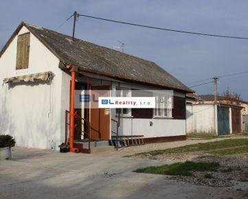 starší RD + garáž: 2 iz., 45 m2, Pri trati ul., Podunajské Biskupice, Ba II., 550.-€/mes. + energie, TV, internet