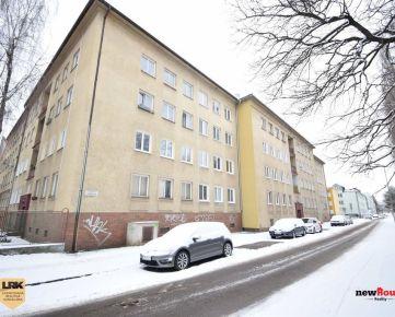 Ponúkame na predaj 2i byt vhodný na prerábku podľa vlastných predstáv vo vyhľadávanej mestskej časti v Trenčíne