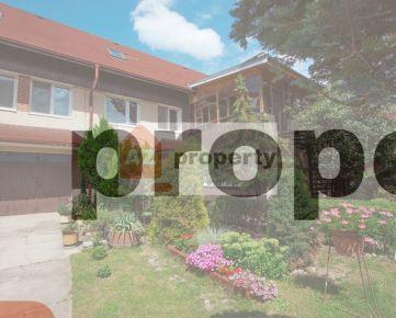 Ponúkame na predaj trojpodlažný rodinný dom s dvojgarážou v pokojnej lokalite Ružinova