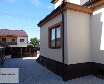 Rezervované - K&R CARPATIA-real ** Krásny Rodinný dom po kompletnej rekonštrukcií s pekným pozemkom v pôvodnej časti Chorvátskeho Grobu  -  Školská ul.