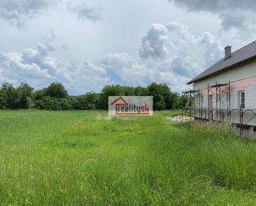 Pozemok 690 m2 - Trenčín Orechové