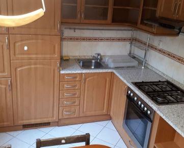 Prenajmeme pekný a čistý 3-izbový byt, Ružinov, Sputniková ul., 1/7, zateplený panel, cca 80 m2, výťah. Byt je kompletne zrekonštruovaný, čiastočne zariadený, prechodná obývačka, 2 izby nepriechodné,