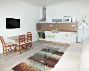 FOR RENT Prenájom 2 izb. byt Nitra - centrum, parkovanie, záhrada