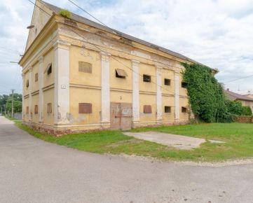 Rezervované - Historická budova / Sýpka