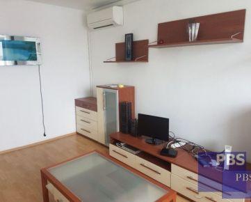 --PBS-- Čiastočne prerobený 3.-izbový byt s lodžiou a klimatizáciou, výmera 70 m2, Jiráskova ulica