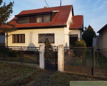 Priestranný dvojgeneračný dom s veľkým pozemkom, vhodný aj ako investícia, v Hlohovci, časť Šulekovo na predaj