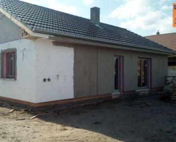 NOVOSTAVBA! 3 izbový rodinný dom, pozemok 400m2, obec Blahová. CENA: 105 000,00 EUR