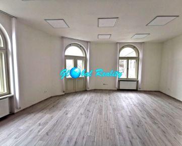 Ponúkame Vám na prenájom obchodné priestory v novozrekonštruovanej budove v centre Trenčína.