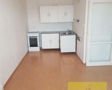 Jeden a pol izbový byt na Markušovej ulici.