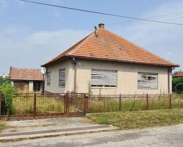 Predaj starší RD s pozemkom v obci Práznovce - 3 km Topoľčany