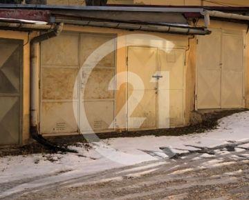 "POZOR CENA   ""4500 EUR ""  !!!   garáž v Levoči  v areáli Nemocnice"