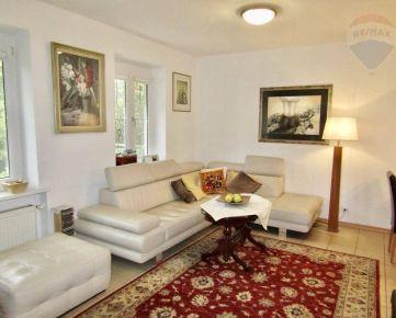 Predaj – poschodový rodinný dom v radovej zástavbe s pivnicou a garážou pri OC Vivo a Kuchajde