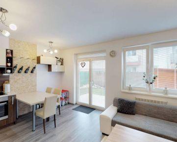 Direct Real - REZERVOVANÉ Predaj krásneho, 2-izbového, moderného bytu v dvojdome, so záhradkou, Pezinok - Viničné. Výborná cena!