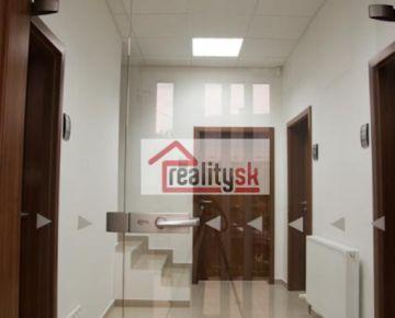 Kancelárie v centre mesta - na dobrej adrese - s parkovaním.
