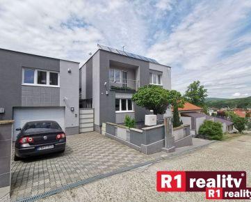 """Jedinečná nehnuteľnosť """" 1 RD + 3 byty """"  Banka pri Piešťanoch"""
