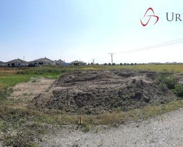 Pekný pozemok pre RD so stavebným povolením v Kalinkove