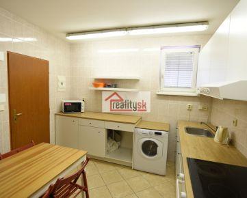 Samostatná jednotka s vlastným sociálnym zariadením v dobrej lokalite/Separate unit with own bathroom in good location