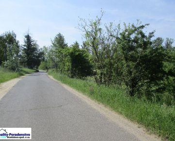 Devínska Nová Ves - pekný pozemok - lúka, pasienok v Devínskom jazere, 4650 m2,  šírka 50 m, príjazd asfaltová cesta