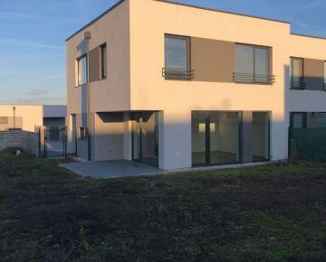 Predaj 4 izb. mezonetvého bytu v štandarde so záhradou - skolaudované- 3 parkovacie miesta