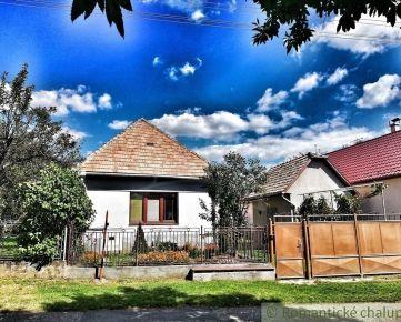 Vidiecky domček s veľkou záhradou v pokojnej dedine Dobroč
