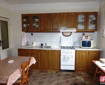 Direct Real - Na predaj zachovalý  4 izbový RD s garážou na 6á pozemku v OKOČI: