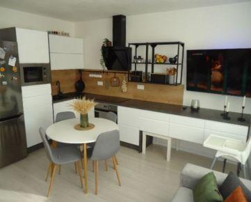 Krásny čiastočne zariadený 3 izbový byt s loggiou, sídlisko R5, Levice