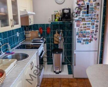 Zrekonštruovaný 2 izbový byt s loggiou v kľudnej a tichej lokalite plnej zelene
