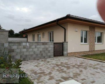 REZERVOVANÝ - Predaj 3 izb.bytu v štandarde s vlastným pozemkom v trojbytovej novostavbe s charakterom rodinného domu, Báč
