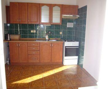 Ponúkame na predaj 4izbový byt v tichej lokalite, na Bagarovej ulici v Dúbravke, BA IV.