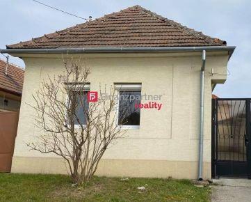 Ponúkame bez investícií 2-izbový rodinný domček Hlohovec