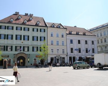 Kancelária, 87m2, výhľad na Hlavné námestie v Bratislave. Klient neplatí províziu RK.