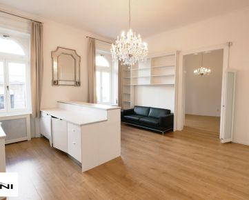 3-izb. byt, 85 m2 v Historickej budove na Štúrovej ulici v Starom Meste Bratislavy.