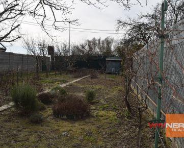 Exkluzívne, predaj záhrady  + murovaná chatka; 419m2; ul. Svornosti, Bratislava II. – Podunajské Biskupice