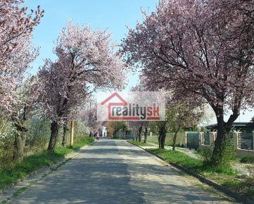 Ponuka veľkého stavebného pozemku v novej lokalite v centre obce Miloslavov – Alžbetin dvor.