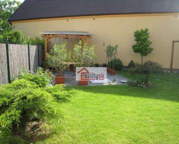Veľký 4-izbový byt v Ružinove Prievoze so záhradkou