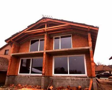 Priestranný rodinný dom s dvoma bytovými jednotkami – Vinosady