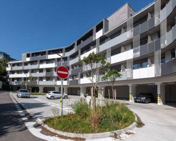 Ponúkame na prenájom 3 izb. byt v novostavbe v krásnom prostredí s dvomi parkovacími miestami